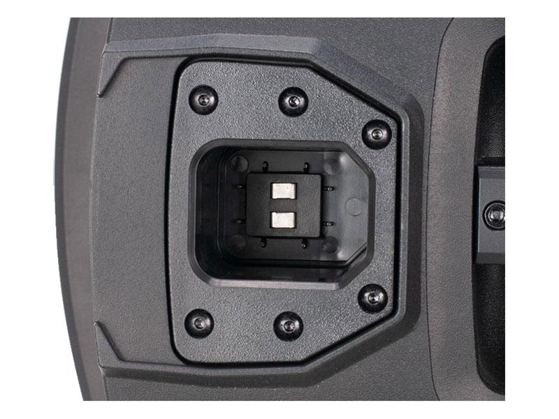 Pripojiť reproduktory a sub na amp